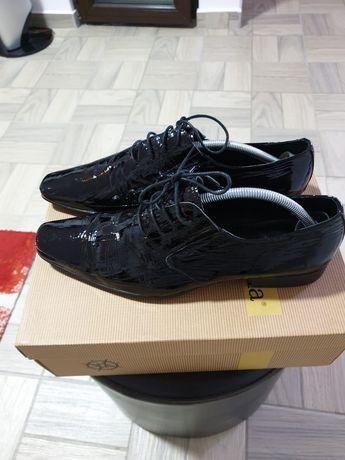 Pantofi cu șiret pentru ținute elegante, din piele naturala lacuita ;