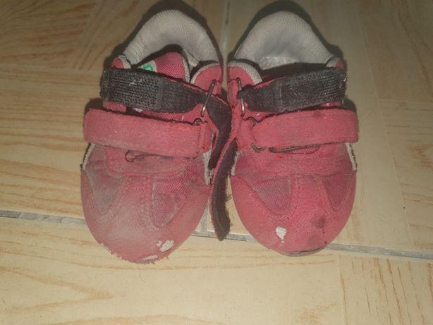 Отдам бесплатно детские кроссовки