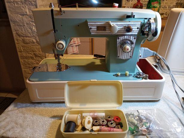 Продам раритетную швейную машинку