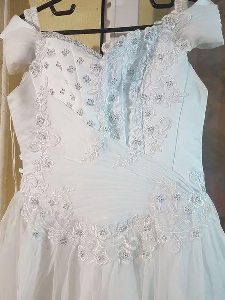 Vand rochie de mireasă si voal