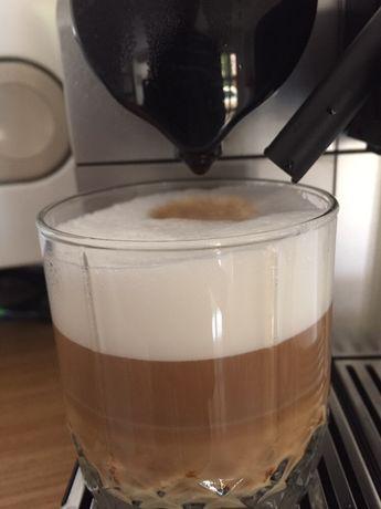 Aparat de cafea Delonghi Espreso ca nou+50 capsule bonus