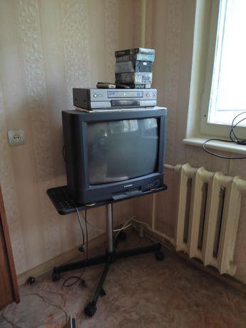 Телевизор Самсунг и видеомагнитофон