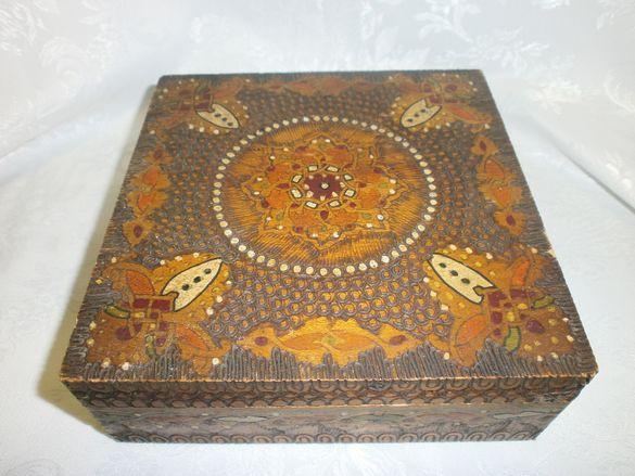 Стара Дървена Кутия с Пирограф
