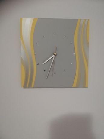Стенен часовник от стъкло