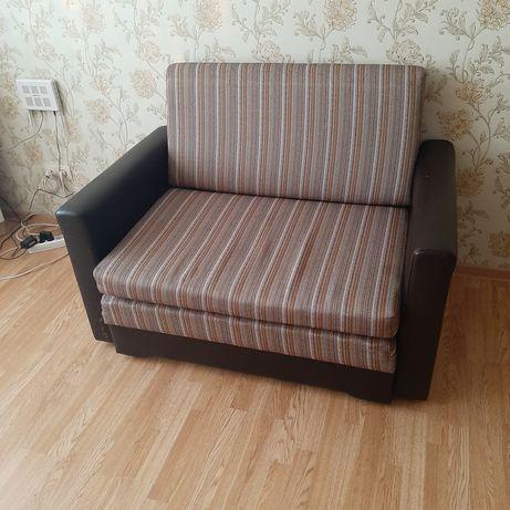 Продаю диван полуторку.