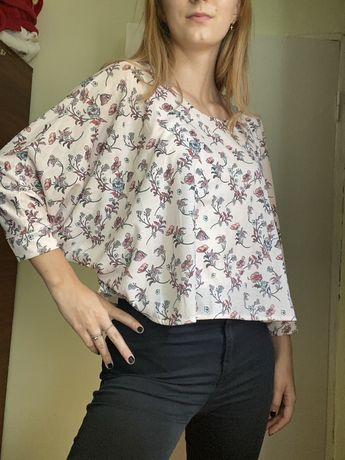 Bluza cu model floral Bershka marimea M