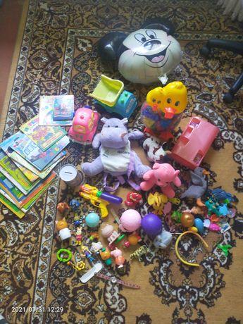2 пакета игрушек и книг