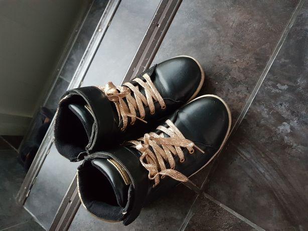 Ботинки на девочку размер 35,36,38