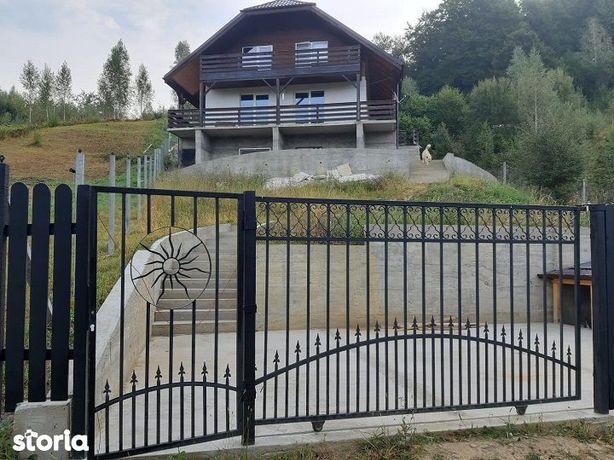 Vand casa individuala, cu teren de 1200 mp in Comuna Siriu