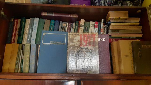 Библиотека книг на выбор.