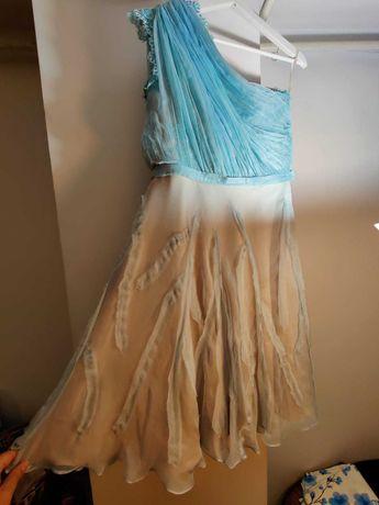 Vand rochie dee ocazie realizata pe comanda (din matase naturala).