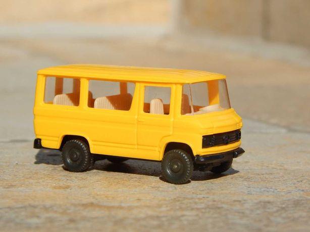 Macheta microbuz Mercedes-Benz L 406 sc 1:87 HO Bertren Spania
