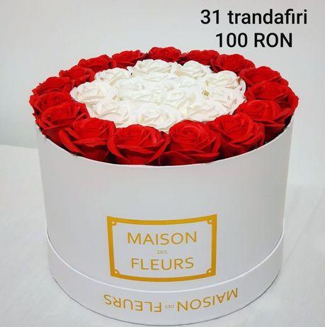 Cutie trandafiri parfumați