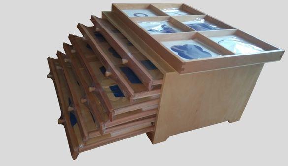 Голям Монтесори кабинет с шест чекмеджета + табла за презентации и кар