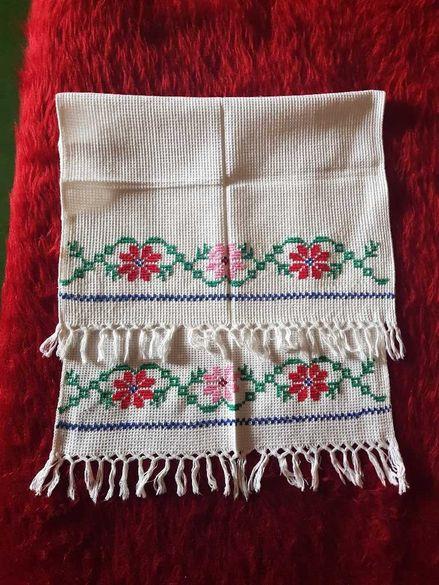 Бродирана кърпа за огледало ръчна изработка