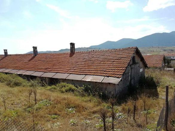 Продавам селскостопанска постройка - склад в с. Равногор - в регулация