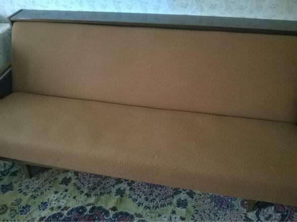 Разтегателен диван с две табуретки
