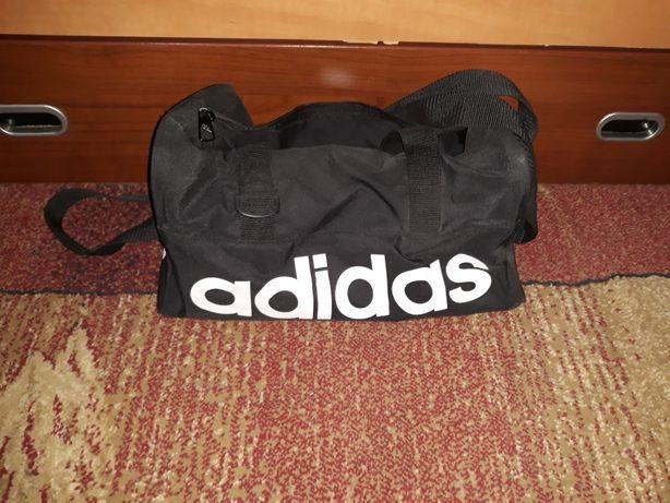 Vând geanta adidas