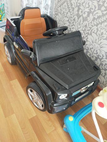 Продаю машину детскую