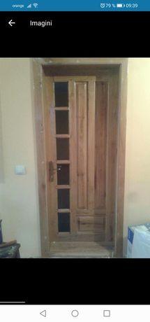 Uși din lemn masiv