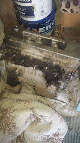 Продам двигатель на запчасти 1.6 от Тойэты Авенсиса 2000г -2003г