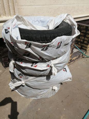 Продам зимнюю б/у резину Bridgestone Blizzak 225/65 R17 (липучка).
