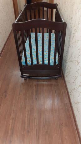 Продам детскую кроватку из чистого дерева.,