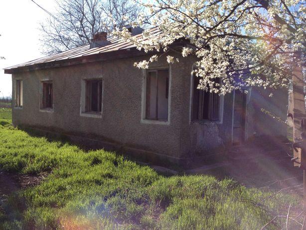 Casa  ietina cu jumatate de hectar de teren intravilan si utilitati
