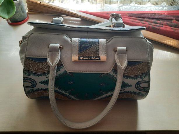 Женская сумка в хорошем качестве
