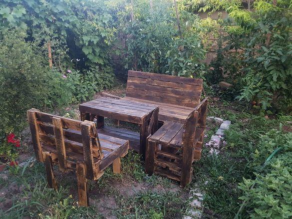 Градински комплект мебели от палети