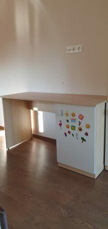 Birou copil + dulap cu ușa și rafturi