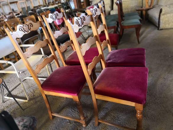 Уникални столове с дърворезба и плюш