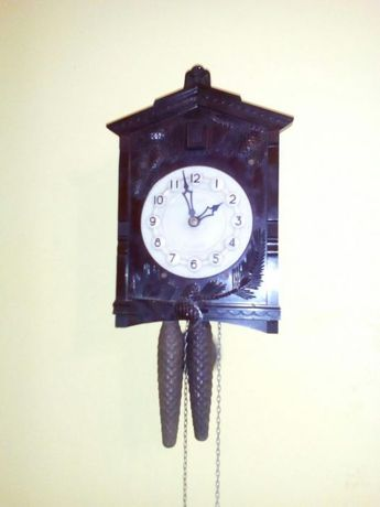 Продавам часовник кукувичка работещ профилактиран през часовникар