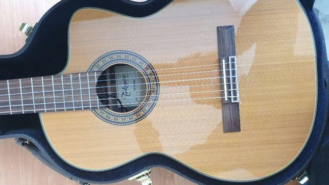 Продам японскую брендовую классическую гитару с подключением