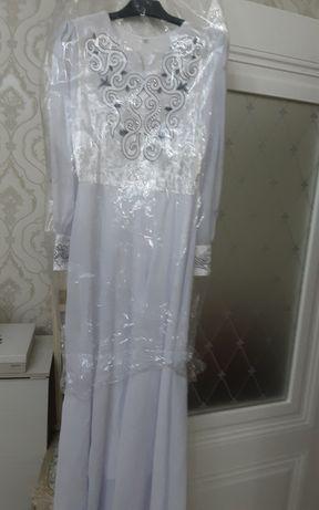 Платье белое 42р 44р одевали 1 раз подойдет на узату рост 170см 5500