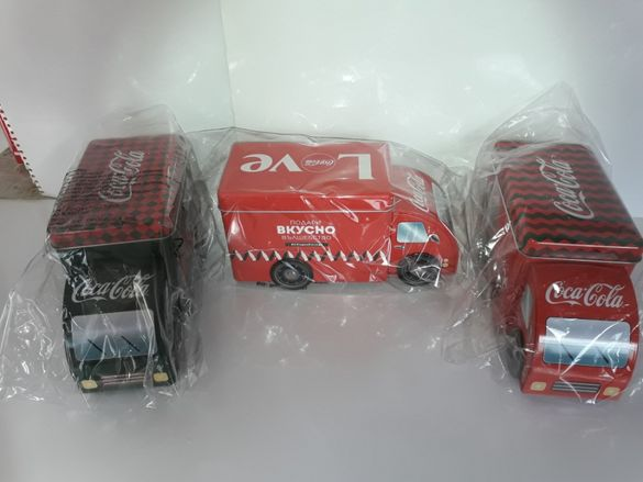 Продавам  трите вида рекламни  камиончета на Кока Кола.
