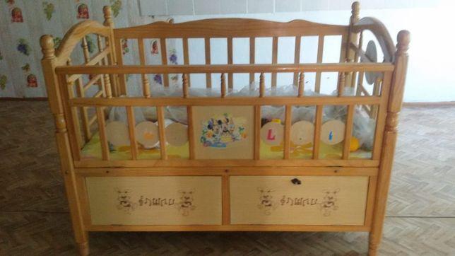 Продаю детскую кроватку.Цена договорная.