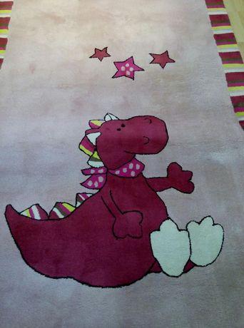 Голям и плътен килим на ESPRIT за детска стая