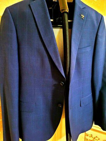 Мужской костюм тройка тёмно-синего цвета