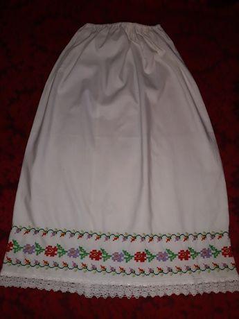 Poale costum popular