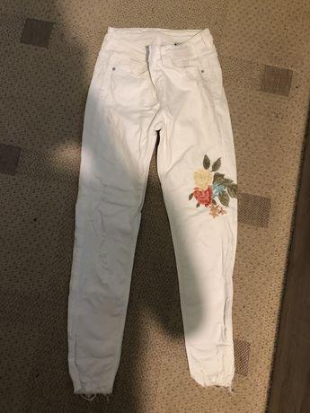 Бели дънки Zara с бродерия