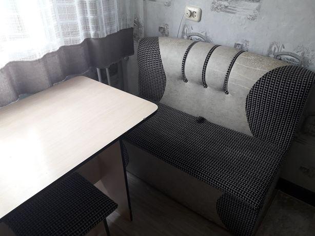 Продам уголовой диван стол и табуретка 15000тыс