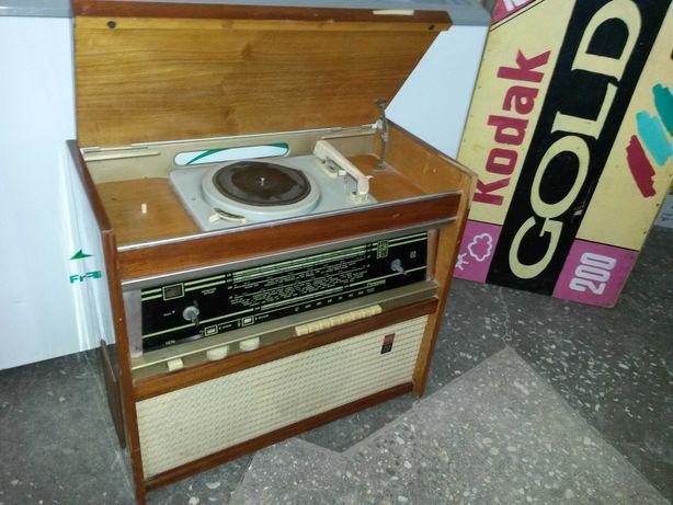 Радиола Rigonda 1967 года выпуска.