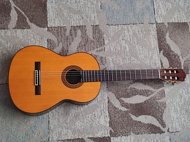 Продам классическую гитару Yamaha C80