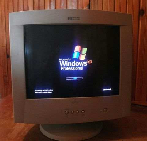 CRT Монитор 17 инча Hewlett Packard HP 71