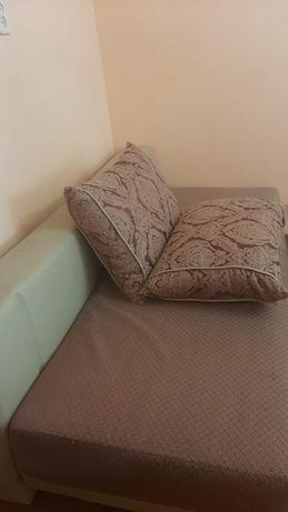 Продам складной диван-кровать с отсеком для вещей внутри.