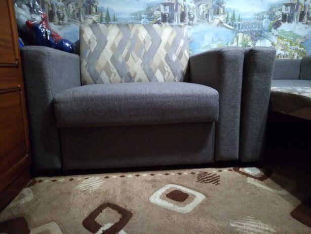 Продам два кресла-кровать.