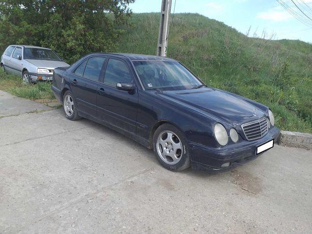 Dezmembrez Mercedes E Classe W210 Facelift, an 2002, motor 2.2 CDI
