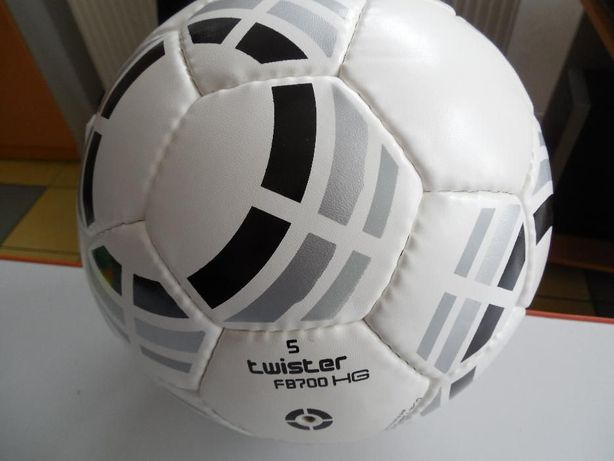 Minge fotbal Lotto FB Twister 500 , pentru teren tare si sintetic.
