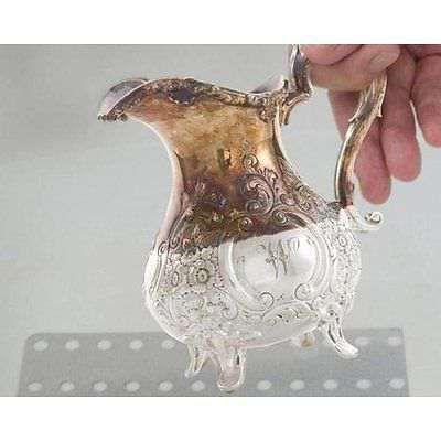 Почистване на сребро и злато на антични предмети чрез електролиза.